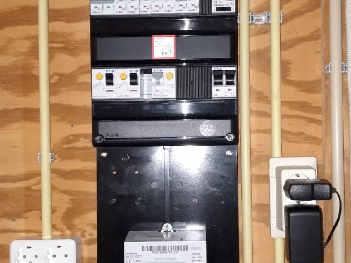 De woning voorzien van een nieuwe meterkast welke voldoet aan de laatste eisen!
