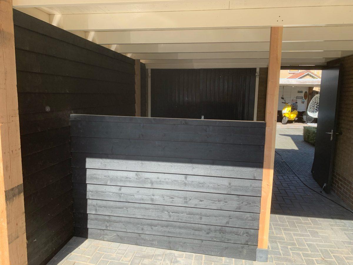 Deze carport compleet gerenoveerd nadat de 2 dragende palen verrot waren. Robuuste Douglas palen gebruikt op beton poeren en afgewerkt met gespoten rabat delen
