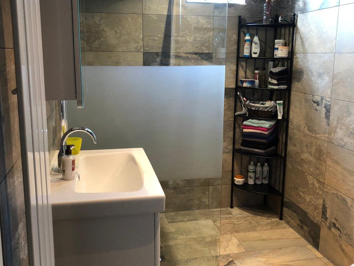 De nieuw opgeleverde badkamer! Stijlvol en tijdloos. Bent u benieuwd wat wij voor u kunnen betekenen? Neem dan contact met ons op.