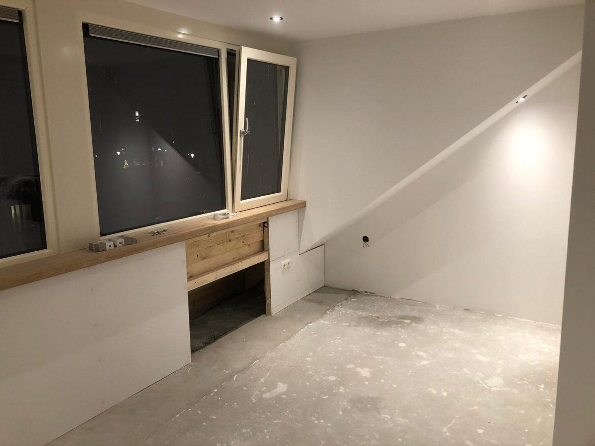 Bij deze klant hebben wij de zolder verdieping mogen verbouwen en afmonteren. Hierbij is een gang gerealiseerd en 2 riante (slaap)kamers gerealiseerd.